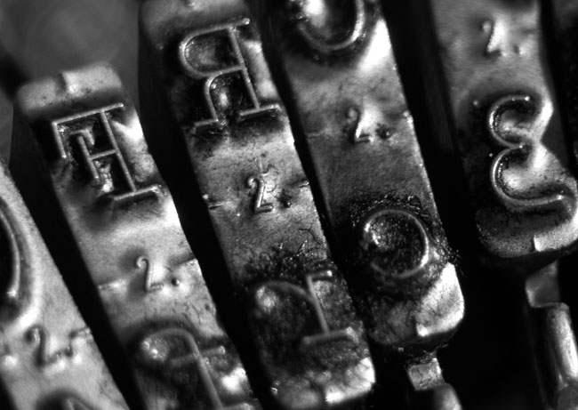 wpid-typewriter-black-white-2.jpg