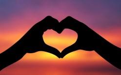 pink-heart-hands